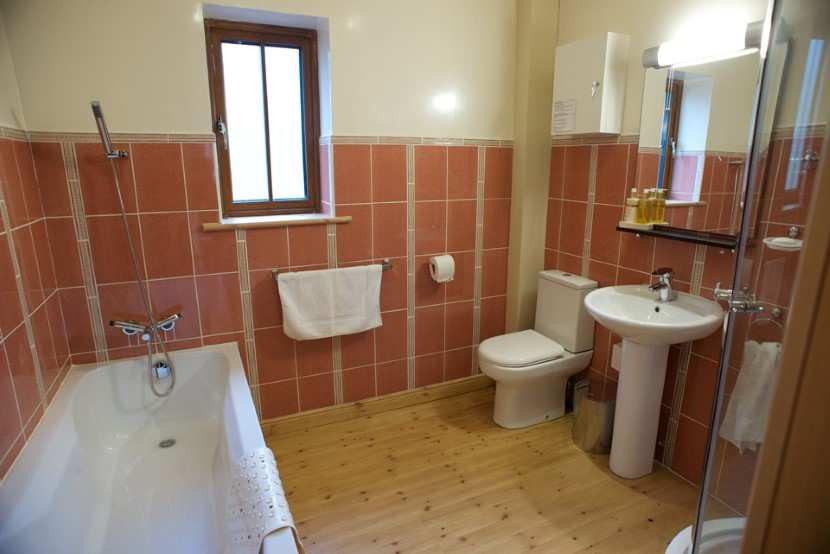 coach house family bathroom.jpg