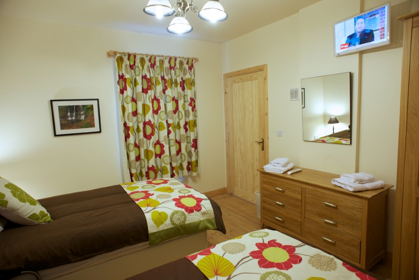 coach house ground floor bedroom as a twin .jpg