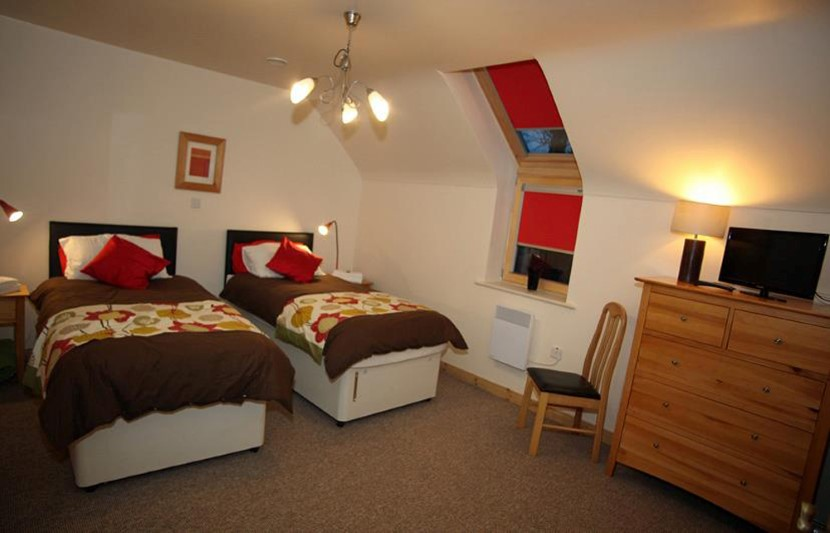 coach house middle as twin bedroom.jpg