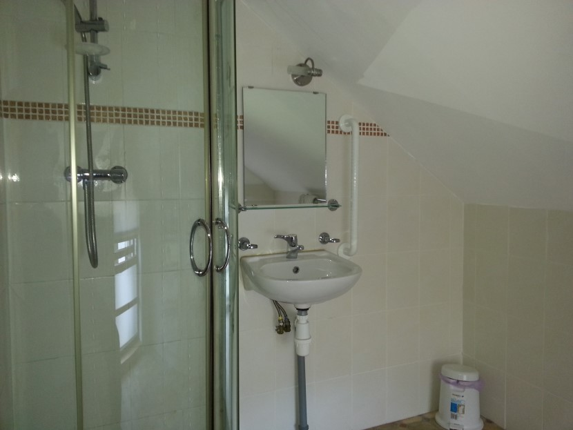 Rafters shower ensuite.jpg